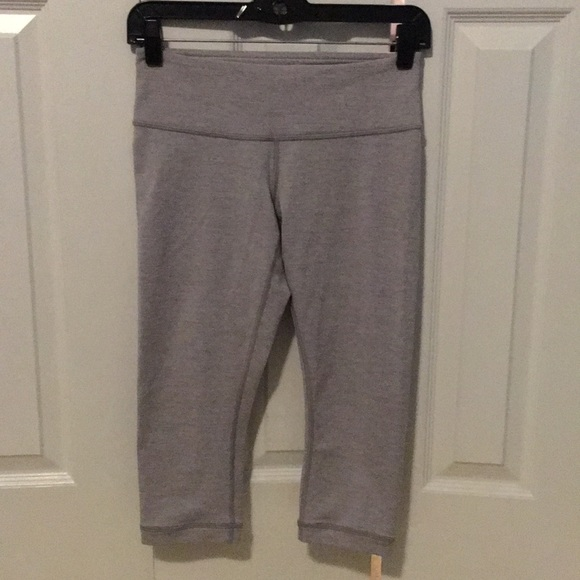 lululemon athletica Pants - Lululemon light grey crop leggings sz 4 57456